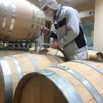 18年産ワインの樽詰め